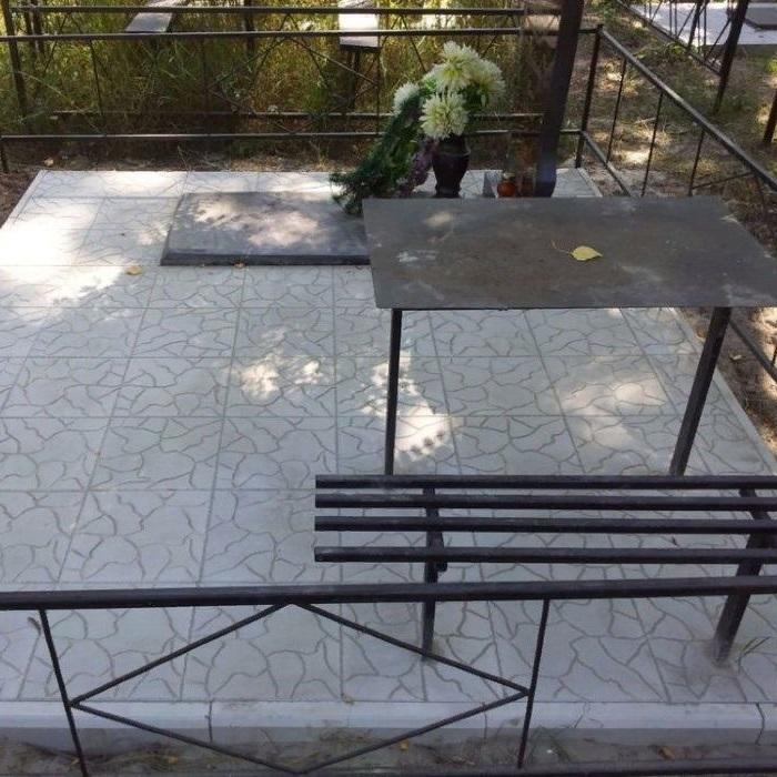 Укладка тротуарной плитки на могиле в Туле