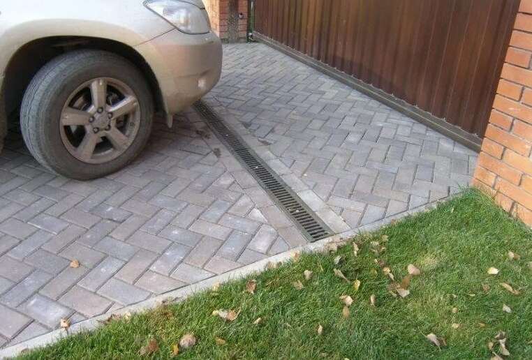 брусчатка для парковки автомобиля