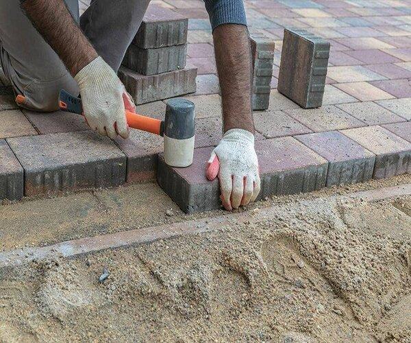 Тротуарная плитка в саду, монтаж